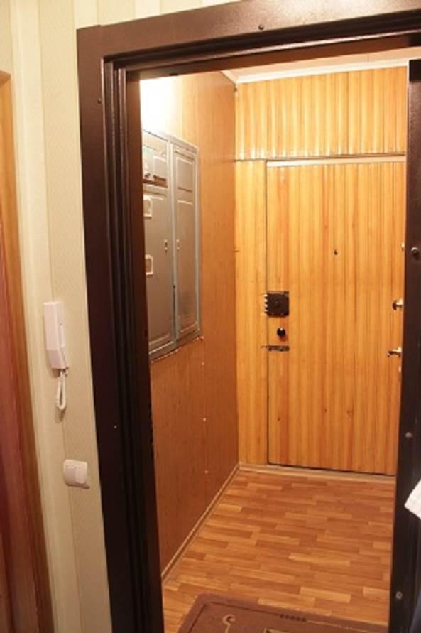 железная дверь в тамбур на 2 квартиры